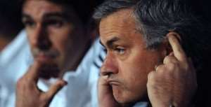 José Mourinho : He insults the mother of Dani Alves