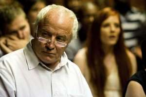 South Africa : Pistorius' father accused of 'racist slur'