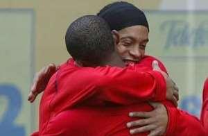 Ronaldinho Has Incredible Qualities – Eto'o