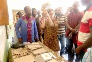 GAVA, cultural centre train artists in paper-making
