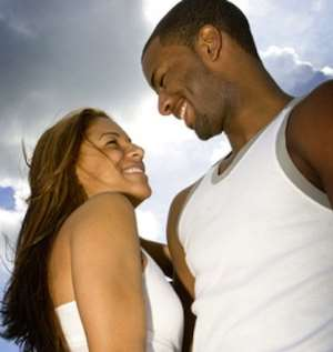 Men take notice of a woman's breasts upon first meeting -Study