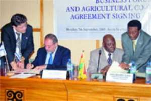 Alhaji Muhammad Mumuni (2nd right), the Minister of Foreign Affairs and Regional Integration, and the Deputy Prime Minister and Minister of Foreign Affairs of Israel, Mr Avigdor Liberman (2nd left), signing the agreement and the joint declaration.