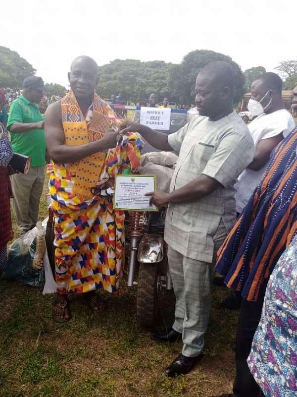 Kintampo South DCE Slammed For Awarding Father As Best Farmer