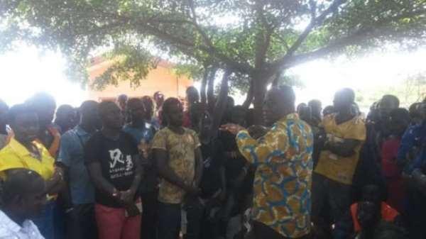 Akwannuasa Gyimah addressing the Aboboyaa riders at Asokwa