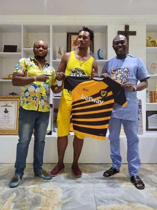 Ashanti Gold strengthens squad with signing of striker Michael Boakye