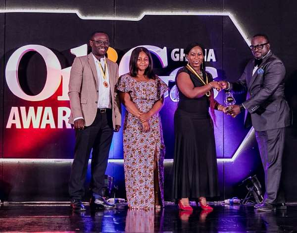Mrs. Shirley Tony Kum (left), Corporate Communications Manager of Vivo Energy Ghana receiving the Excellence in CSR Award