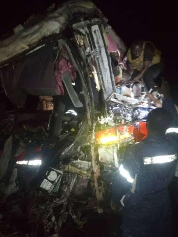 VVIP Bus Crashes OA Bus Kills 6