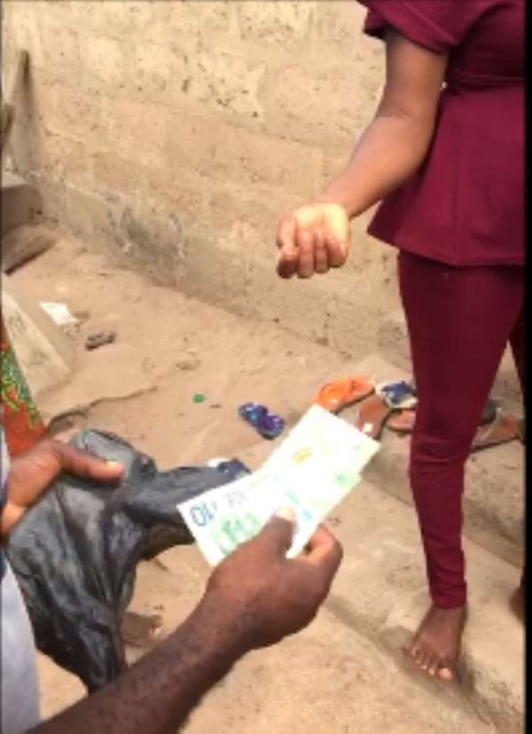 Amewu's men dole out new cedi notes to voters prior to the elections