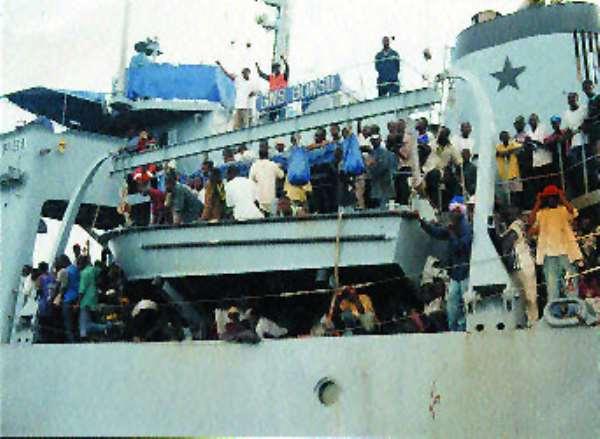Evacuees from Equatorial Guinea arrive
