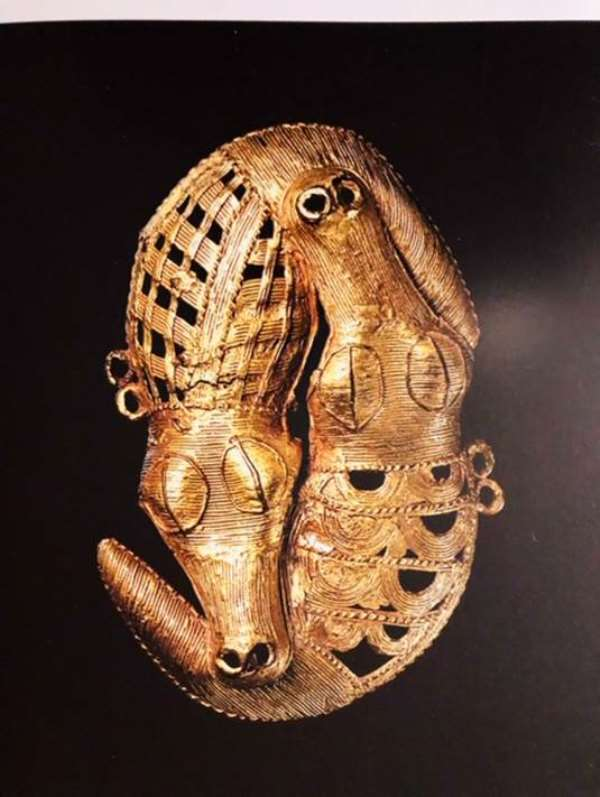 Gold jewel of two crocodiles, Akan, Baule, Ivory Coast, now in Musée du Quai Branly, Paris, France.