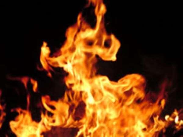 Fire razes building in Sunyani