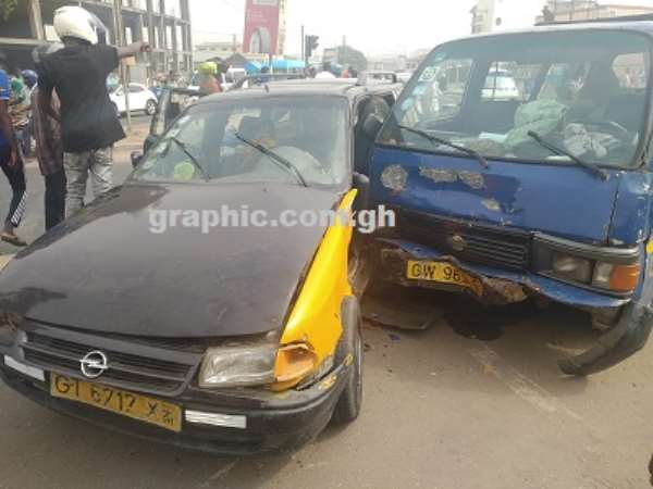 Passengers Involve In Car Crash On Graphic Road