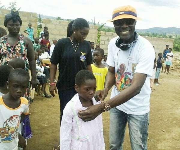 Dr. Ntiamoah Donates To Needy Childen