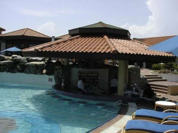 Nigerians Invade Ghanaian Hotel