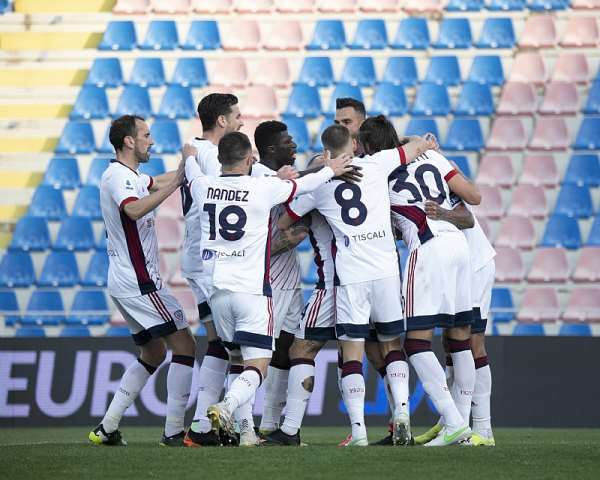 Ghana midfielder Alfred Duncan dictates play for Cagliari in 2-0 win at Crotone