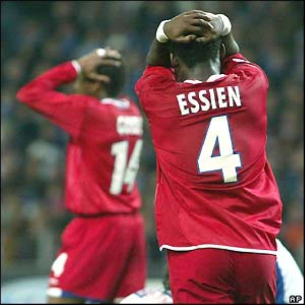 Essien's £24m move to Chelsea held up