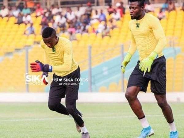 Felix Annan and Kwame Baah training