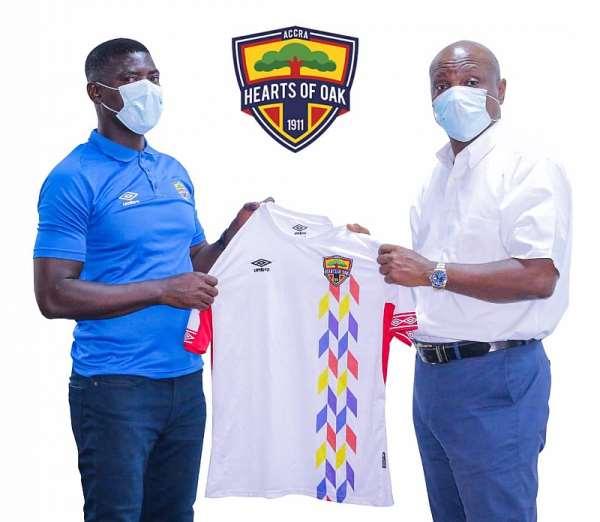 Hearts of Oak new head coach Samuel Boadu [Left], board chairmaan Togbe Afede XIV [Right]