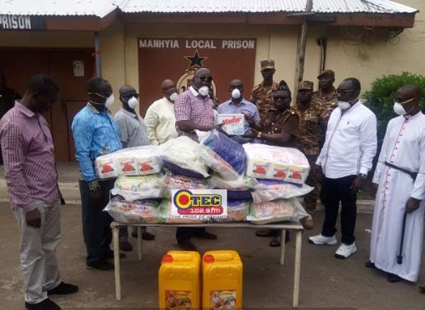COVID-19: Anne's Anglican Church Men's Fellowship Donates To Manhyia Government Hospital