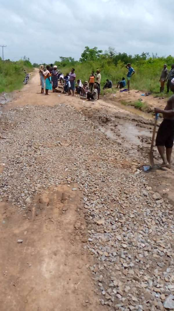 Akatsi North: Agormor residents gather to construct roads