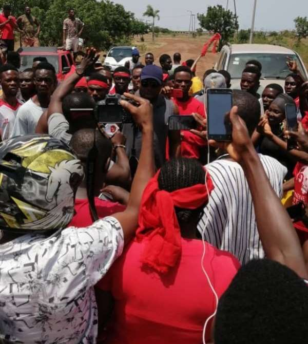 Coronavirus: Prampram Residents Demonstrate Over Decision To Use Ghanaman Centre As Isolation Centre