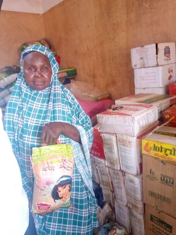 Salaga: 50 Vulnerable Women Receive Food Items From UK Based Muslim Women