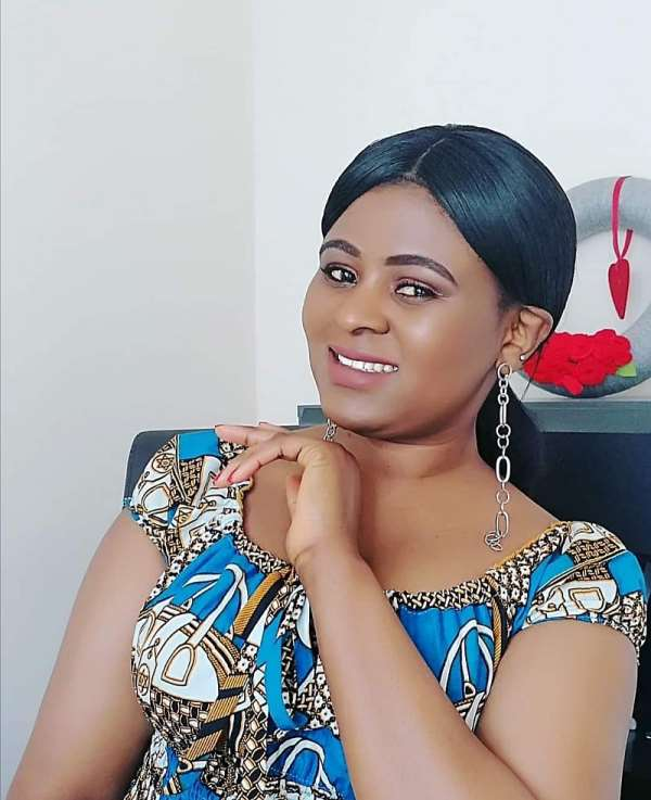 Meet the ever-inspiring Elizabeth Amoaa born with 2 wombs, 2 cervixes & 2 vaginal canals