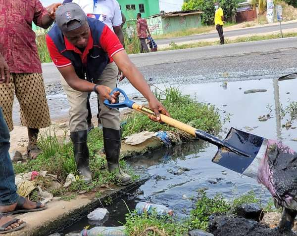 MP Akwasi Afrifa leads clean-up exercise in Amasaman
