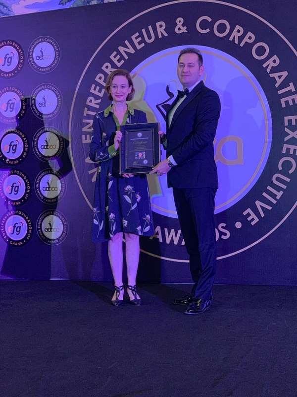 Volkan Buyukbicer receiving the award
