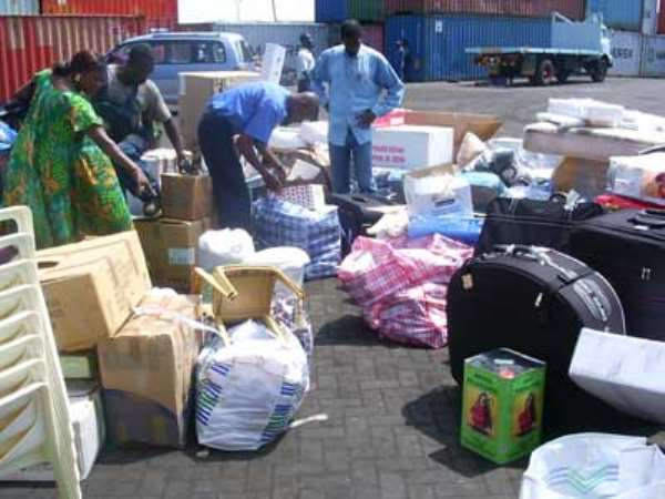 Gov't urged to improve clearing process at the ports
