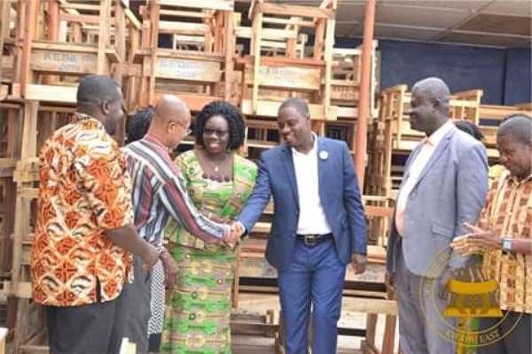 E/R: Abetifi MP, DCE Donates To Kwahu East Education Directorate