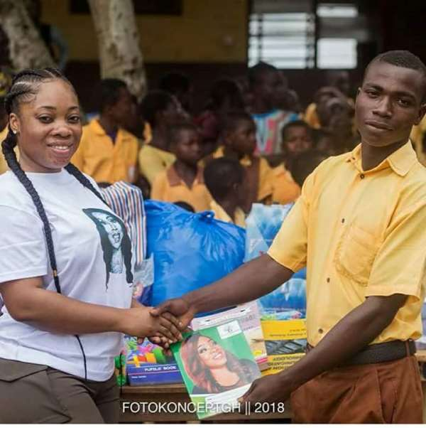 Moesha Boduong Donates Learning Materials To Temu M/A school