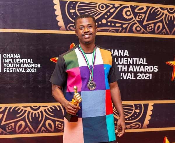 Barimah Amoaning Samuel wins Vlogger of the Year