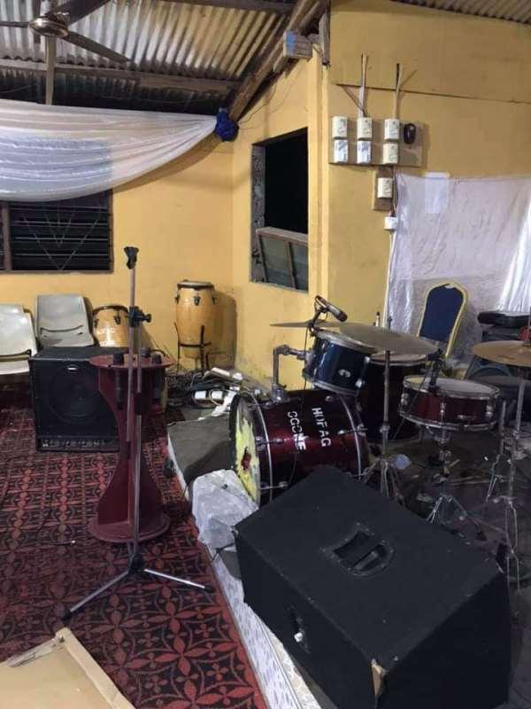 E/R: Thieves raid Assemblies of God Church; bolt with musical instruments