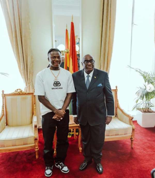 'What!!' — Ghana High Commissioner to UK left in shock after Stonebwoy tells him what he gets as royalties from GHAMRO