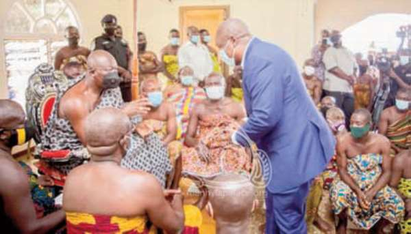 John Mahama greeting Otumfuo Osei Tutu II