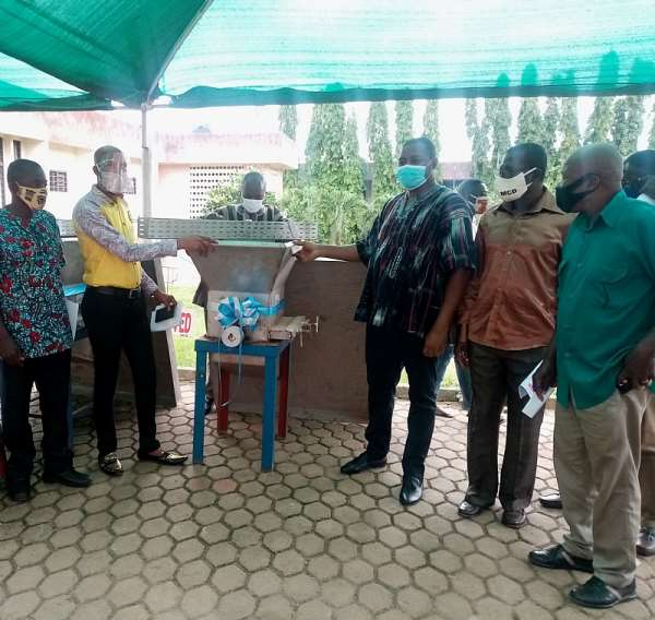 Gov't Gives Over 200 People Start-Up Kits In Obuasi