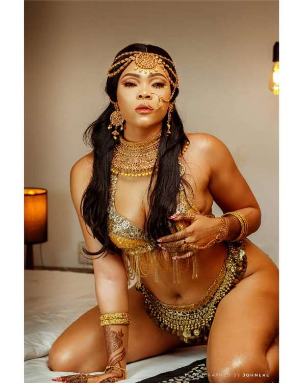 MBGA Pageant Manager, Queen Salina Releases Tempting Birthday Photos,Celebrates With Dinner, Pool Party Tonight