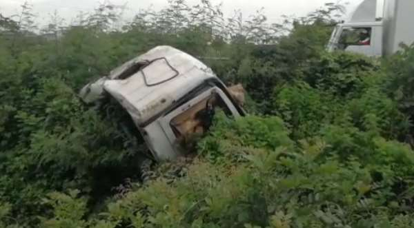 Trailer driver dies after falling into a ditch on Tema Motorway