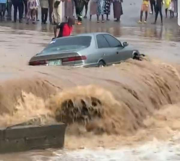 One found dead after two brothers jumped off vehicle dragged by flood at Ahenema Kokoben