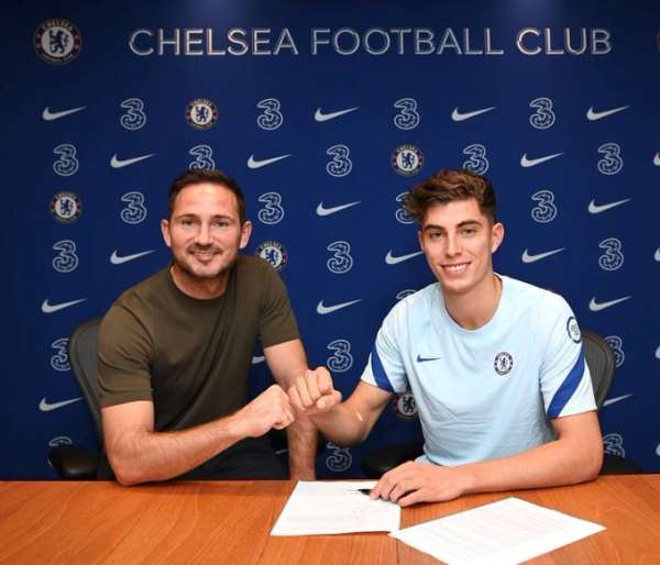 Chelsea boss, Frank Lampard with new signing Kai Havertz