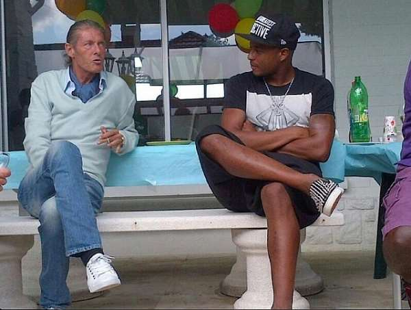 Andre Ayew (right) and convalescing Bruno Metsu last month.