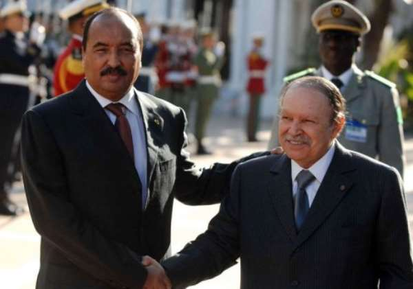 Algerian President Abdelaziz Bouteflika (R) shakes hands with his Mauritanian counterpart Mohamed Ould Abdel Aziz.  By Farouk Batiche (AFP/File)