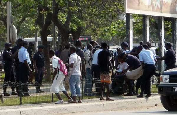 Angolan police officers arrest young people on September 19, 2013 at the Square of Independence in the center of Luanda, while they were calling for a demonstration against social injustices.  By Estelle Maussion (AFP/File)
