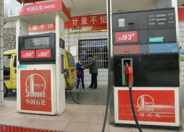 A Sinopec petrol station is seen near Yichang, in central China's Hubei province, on November 26, 2007.  By Frederic J. Brown (AFP/File)