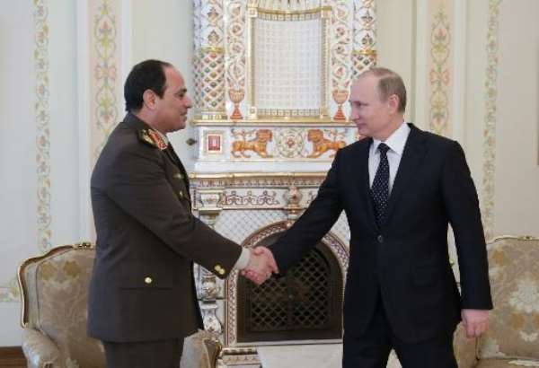 Egyptian army chief Abdel Fattah al-Sisi (L) shakes hands with Russian President Vladimir Putin during their meeting in the latter's Novo-Ogaryovo residence, outside Moscow, on February 13, 2014.  By Mikhail Metzel (RIA-NOVOSTI/AFP)