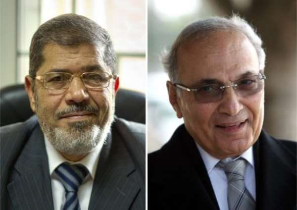 Mohammed Mursi (L) and Ahmed Shafiq.  By Khaled Desouki (AFP/File)