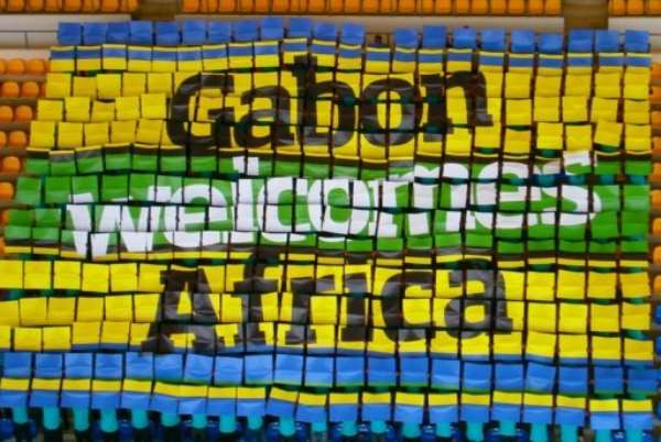 People hold up placards in Libreville to form a welcoming message for the Africa Cup of Nations.  By  (AFP/CAN 2012)