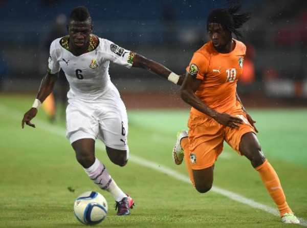 Ivory Coast's forward Gervinho (R) challenges Ghana's midfielder Afriyie Acquah during the 2015 African Cup of Nations final football match in Bata on February 8, 2015.  By Carl de Souza (AFP/File)