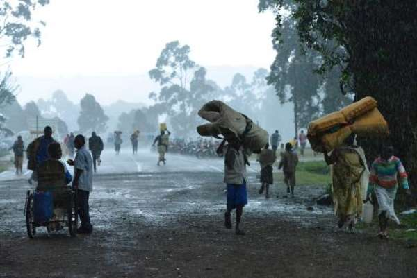 Congolese refugees returning from Uganda walk back home on November 1, 2013, in Bunagana, 99 kms from the eastern Democratic Republic of Congo city of Goma, at the frontier with Uganda.  By Junior D. Kannah (AFP/File)
